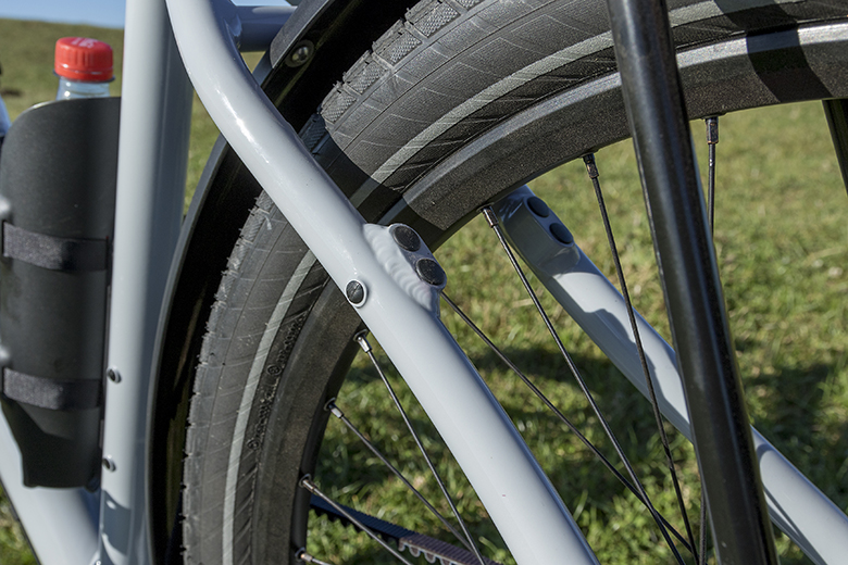 Het Santos Travelmaster 3+ frame heeft dubbele nokjes voor bijvoorbeeld hydraulische Magura velgremmen of V-brakes.
