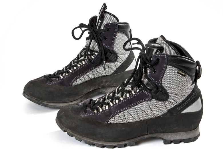 Approach schoenen zijn meestal laag, maar een enkeling is midhoog.