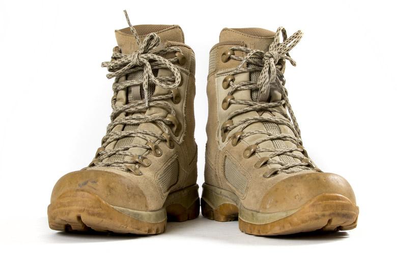 Tropenschoenen zijn er in lag, mid en hoog zoals deze voor militaire toepassingen.
