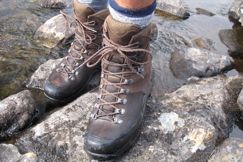 Het Gore-Tex heeft een hoogte van zo'n 16 cm en houdt je lang droge voeten.