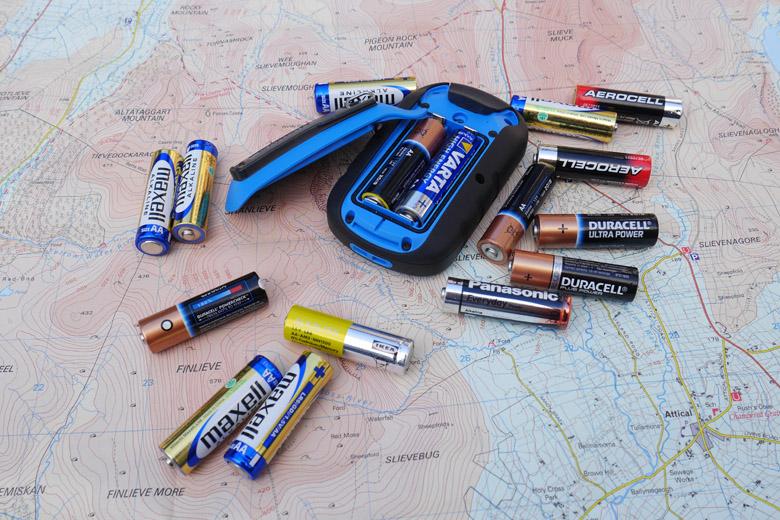 Een gps met verwisselbare batterijen is handig bij langere tochten.