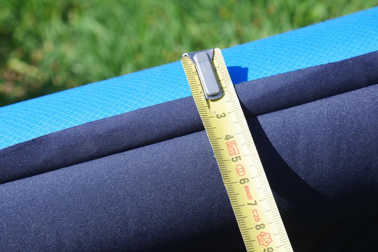 De Therm-a-Rest NeoAir Camper SV die ik hier test heeft een afmeting van 63 cm breed, 196 cm en 7,6 cm dik.
