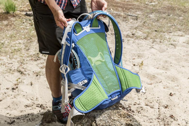Het rugpand van de Vaude Bike Alpin 25 + 5 ventileert goed en draagt erg comfortabel.