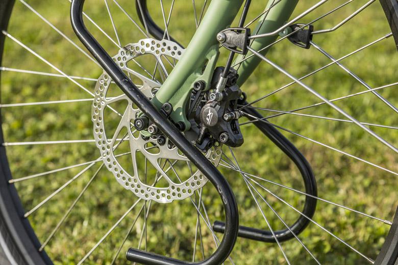 Voor en achter heeft Santos geventileerde hydraulische Shimano XT-schijfremmen gemonteerd op de Santos Travel Lite+ E-Bike.