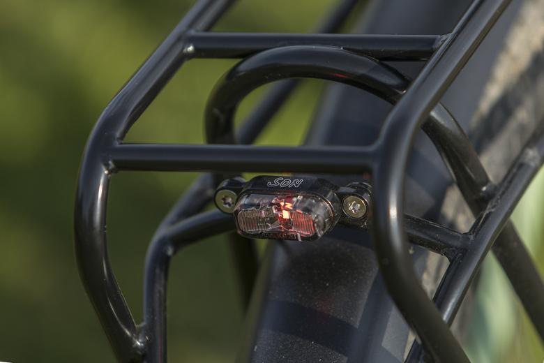 En dat kleine SON-lampje op deSantos Travel Lite+ E-Bike geeft prima licht.