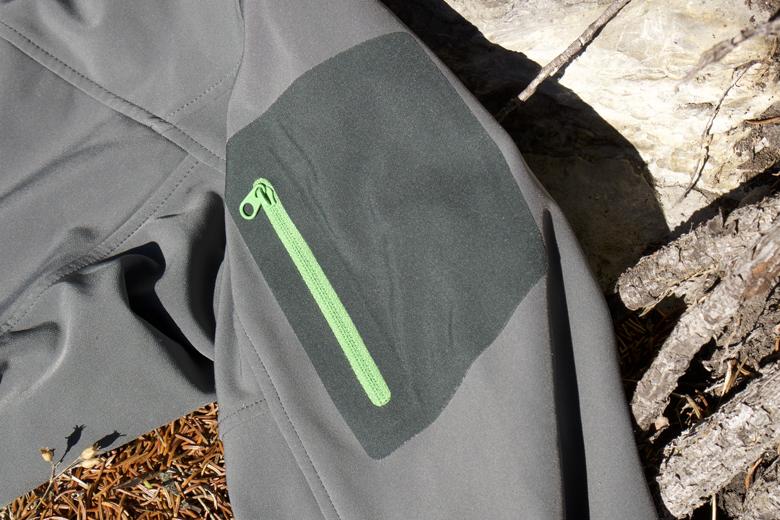 Op de linker bovenarm heeft het Arc'Teryx Gamma MX Jacket een zakje.