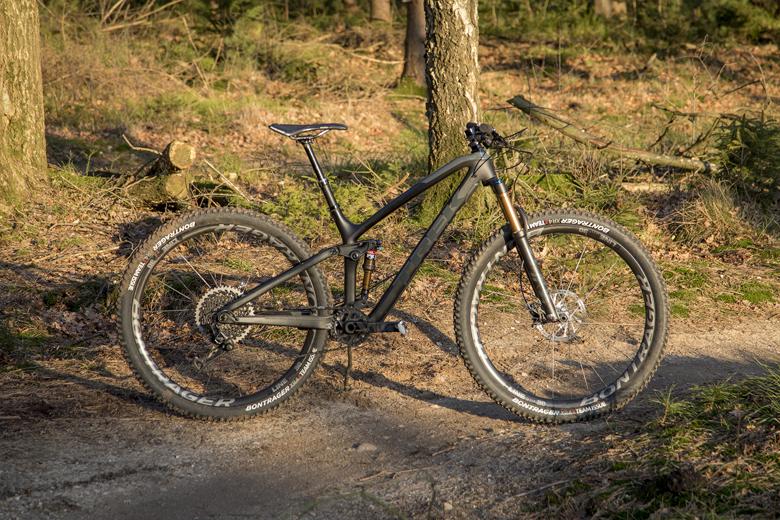 Op het oog is de Trek Fuel EX 9.9 zoals ik hem test niet de spectaculairste fiets.