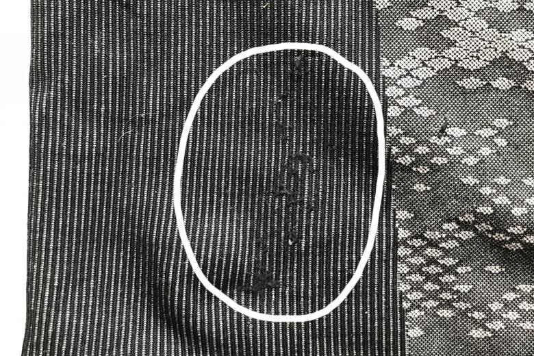 Daar waar de heupband zit is de stof van het Odlo Blackcomb Evolution beschadigd.