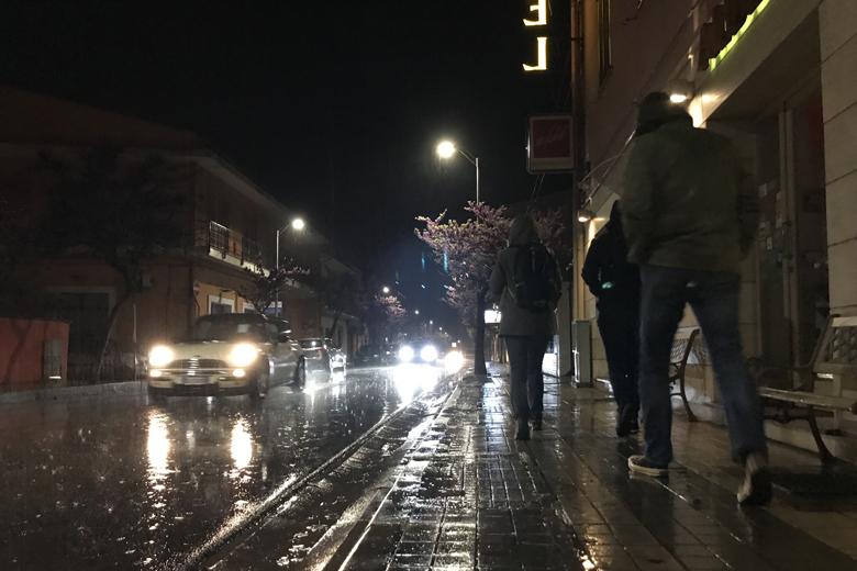 De B&B staat in Sant'Antioco en de regen komt met bakken naar beneden.
