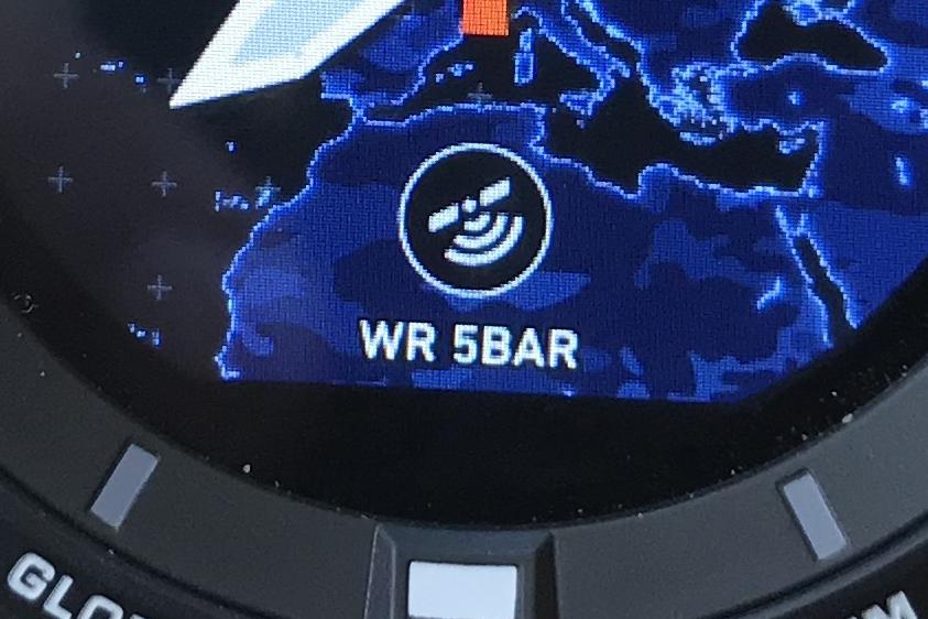 De Pro Trek WSD-F20 is tot 50 meter waterdicht en is altijd ergens te lezen in het scherm.