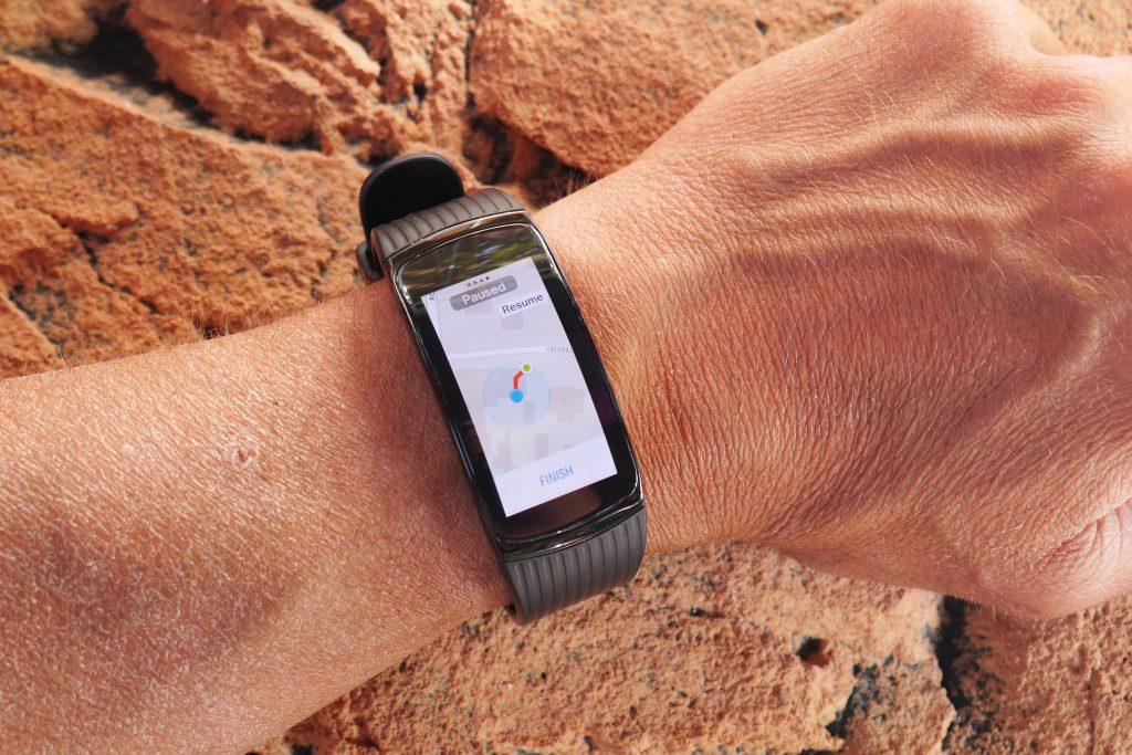 De Samsung Gear Fit 2 Pro een gps aan boord en met de app MapMyRun heb je ook echt een krt op je horloge.
