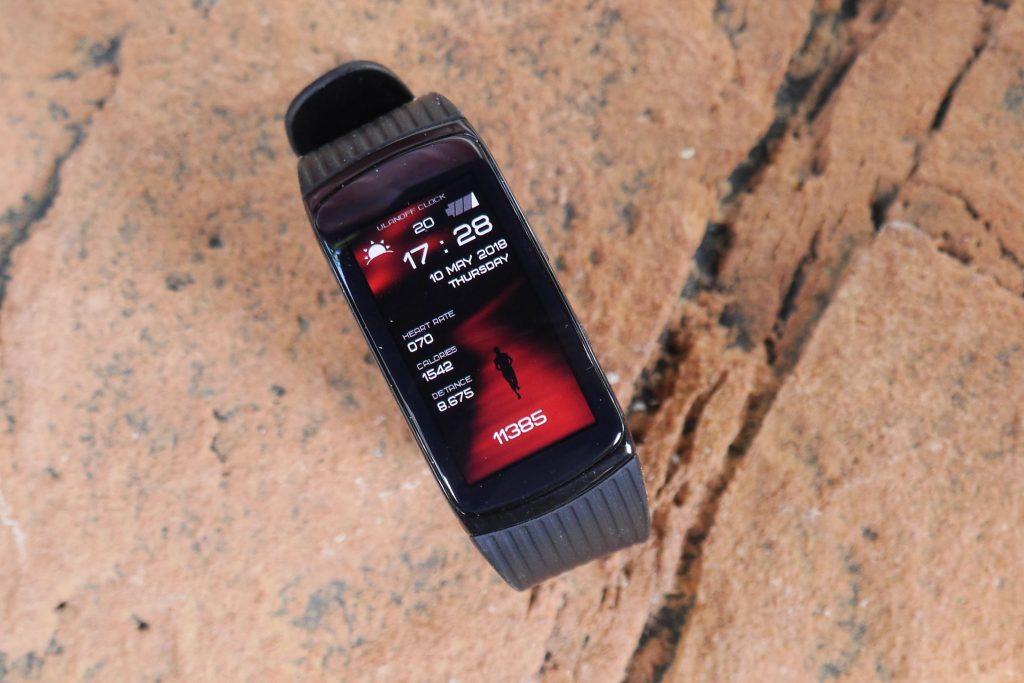De wijzerplaat van de Samsung Gear Fit 2 Pro is een app en daar heb je heel veel keuze in.