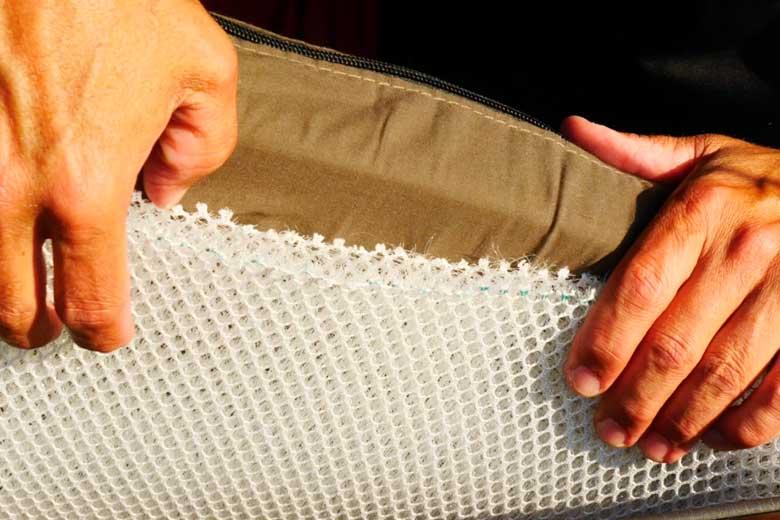 Voor onder het matras van de 17Miles daktent levert opjeautoslapen.nl er een zeer goed ventilerende 3D mesh ondermatras bij.
