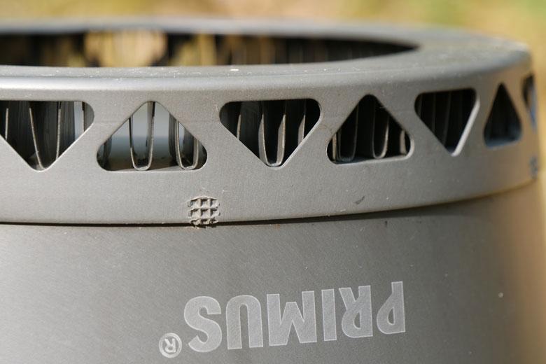 De ring onder de Primus PrimeTech Stove Set 2.3 L bestaat uit allemaal kleine W-tjes.