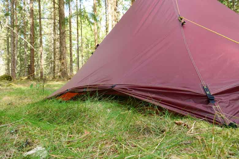 The snow flaps can be rolled up so that you can ventilate the tent much better.