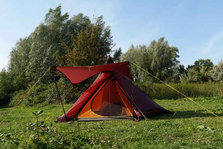 With the canopy the entrance of the Tentipi Olivin 2 Combi becomes very much more practical.