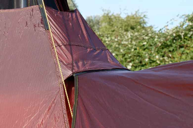 New for 2019 is the Velcro fastening of the canopy to the outside cloth of the Tentipi Olivin 2 Combi.