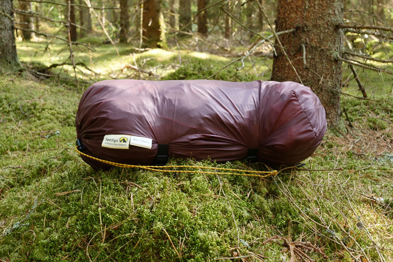 The Drybag (67 grams) of the Tentipi Olivin 2 Combi is spacious and has good compression belts.