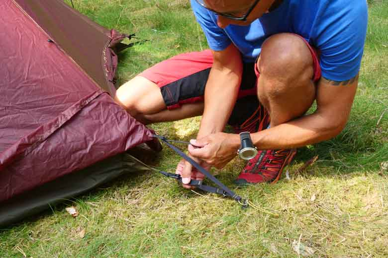 The outside cloth of the Tentipi Olivin 2 Combi requires regular restraining.
