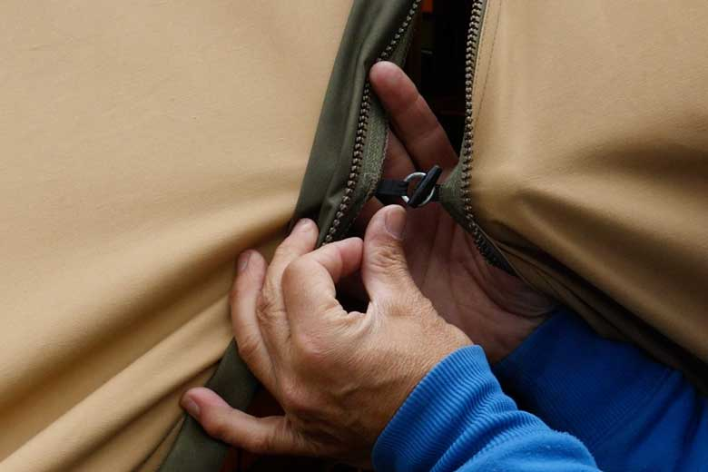 If the zipper is killed, you can close the door of the Tentipi Safir 7 CP anyway.