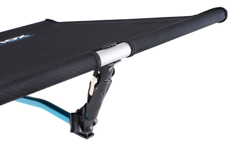 A smart and strong clamping system ensures the correct tension of the canvas of the Helinox Cot One Convertible.