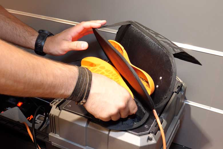 The insoles go in a kind of ' sandwich-iron ' and the soles are about 80 degrees.
