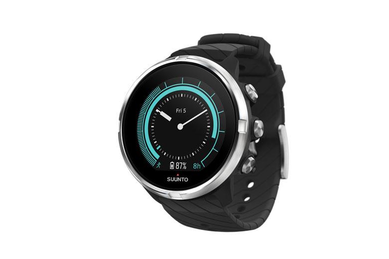 De Suunto 9 Black heeft geen barometer en meet de hoogte dus met gps.