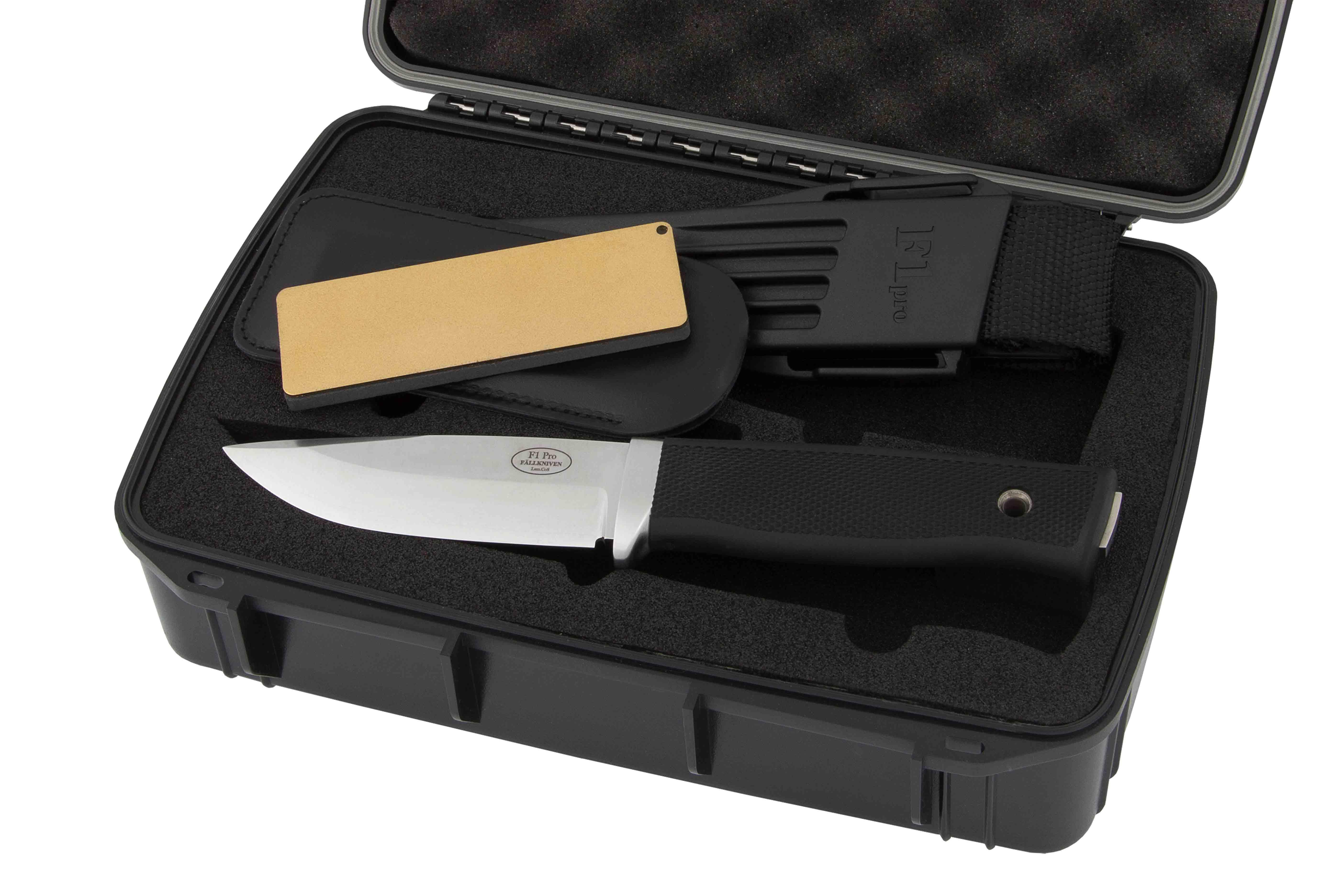 De Fällkniven F1 Pro wordt geleverd in een waterdicht afsluitbare koffer.