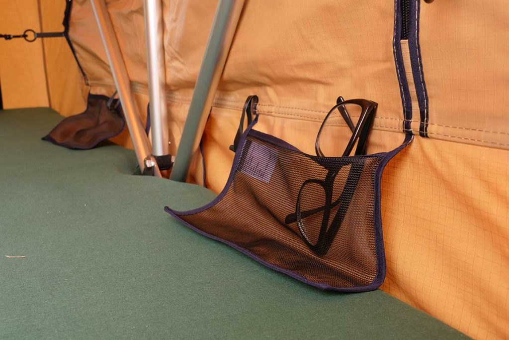 In the tent are 4 small pockets in total.