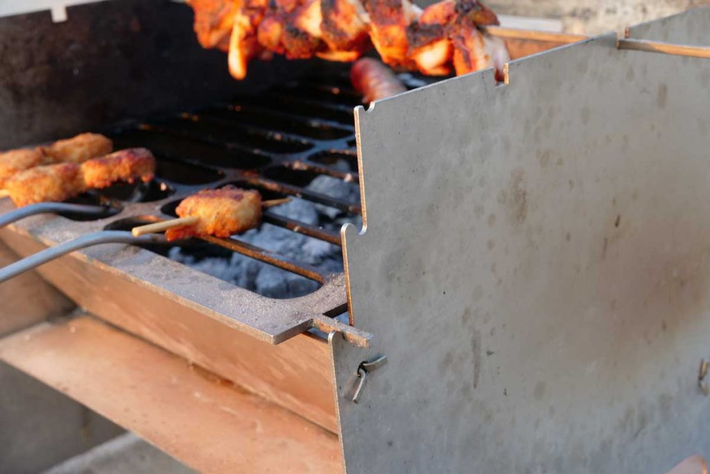 The grill grid can be placed on three levels.