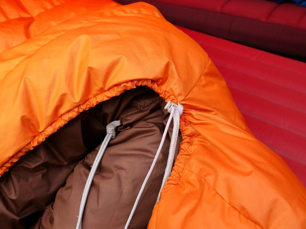 The plastic cordlock sometimes gets in the way when you sleep on your right side.