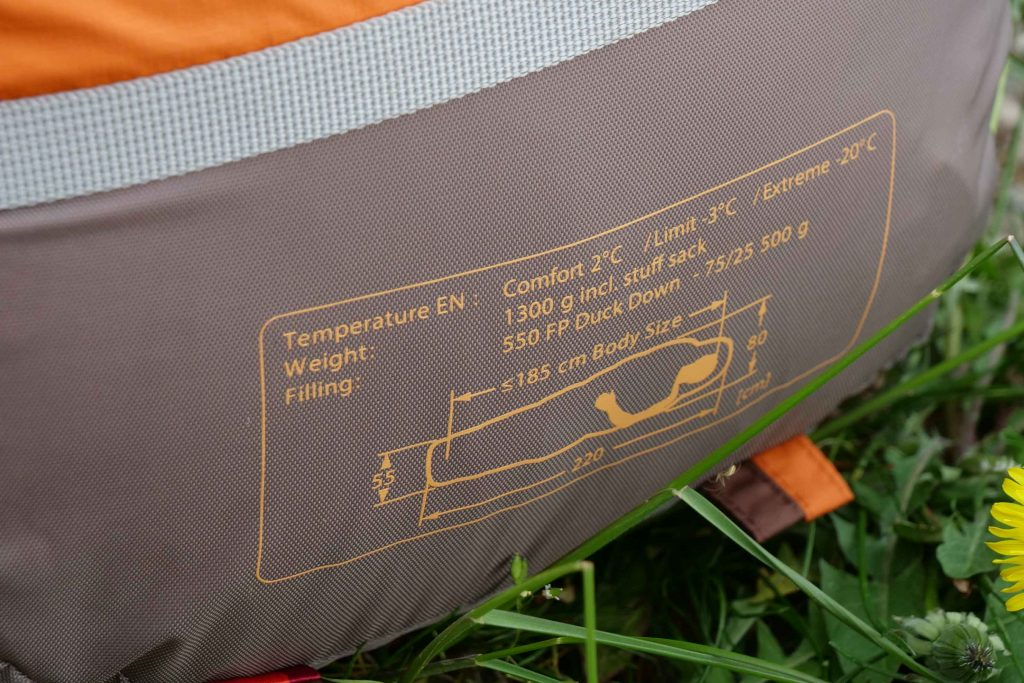 The sleeping bag has a measured weight 1368 grams incl. the compression bag.