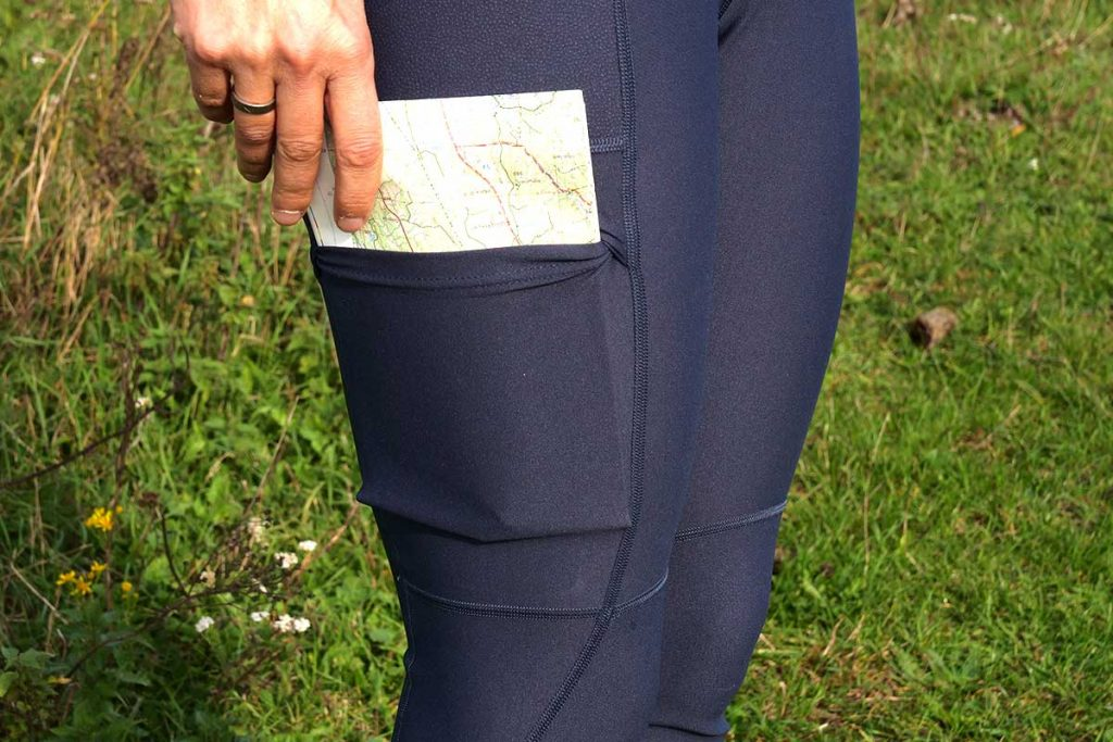 The pocket on the right of the Fjällräven Abisko Trekking Tights is spacious enough fo a map.