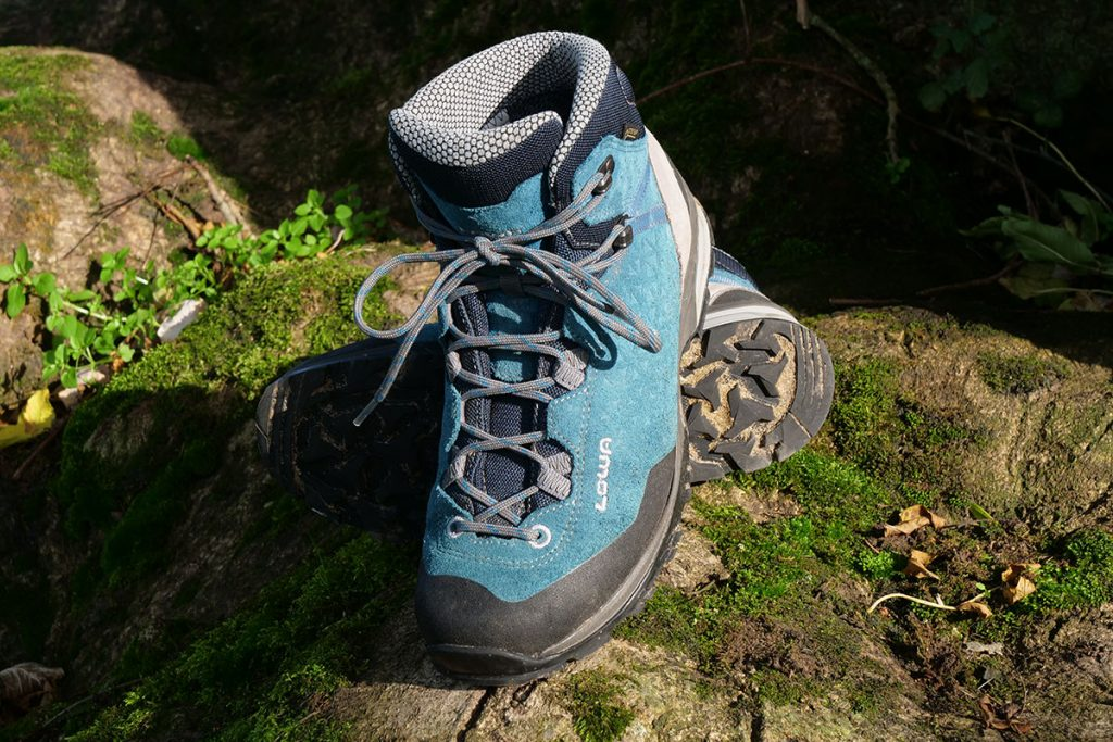 The Lowa Sassa GTX Mid is a B-category hiking boot.