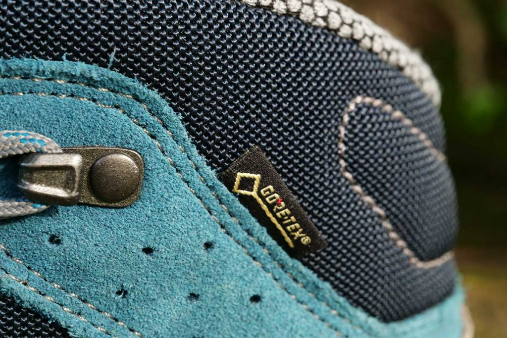 The shoe is waterproof and breathable thanks to a Gore-Tex liner.