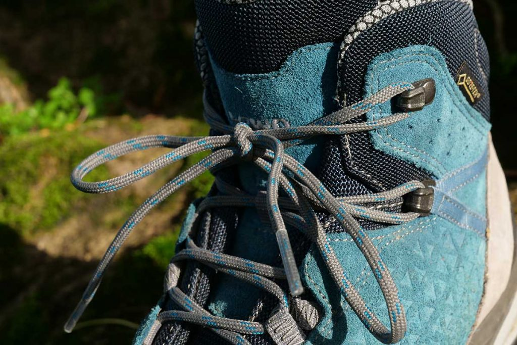The Sassa has one lacing hook less on the shaft than the Ledro.