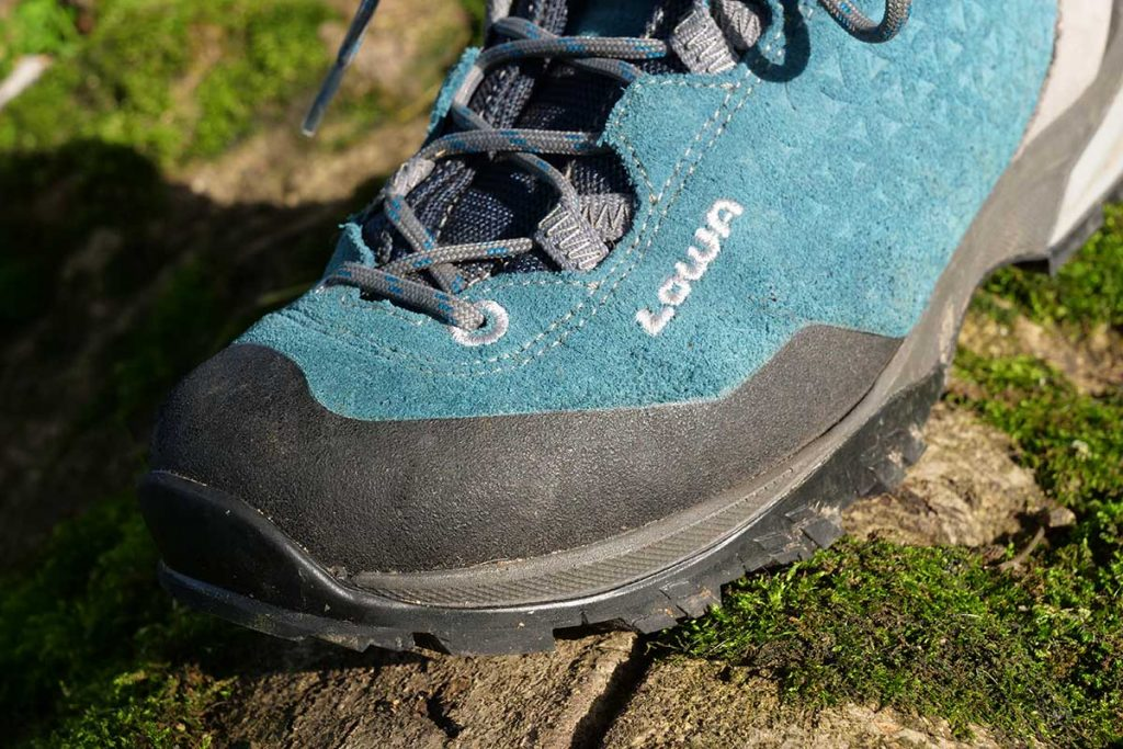 The toe cap protects the Lowa Sassa GTX well.