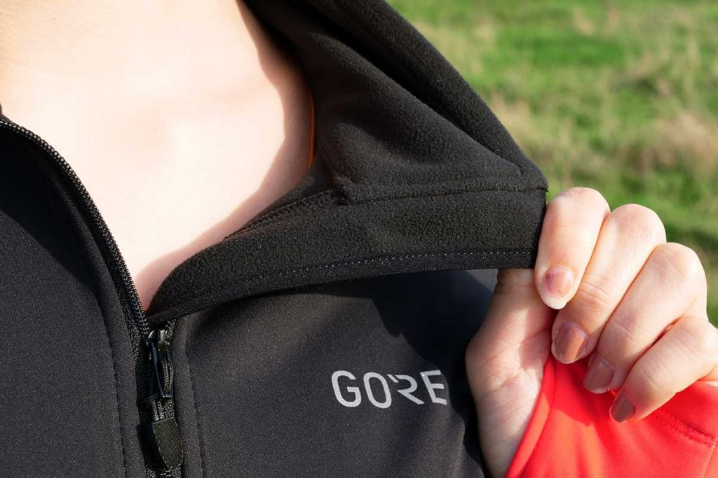 The collar of Thermo Trail Jacket is soft.