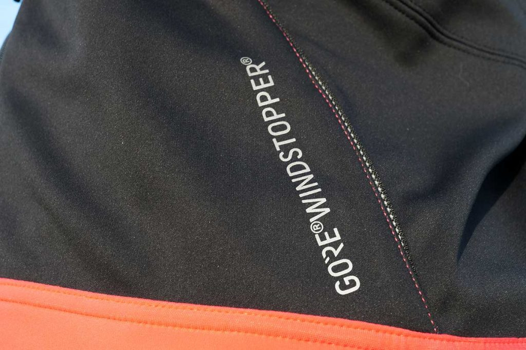 The Gore WindStopper membrane makes the jacket windproof but still provides well breathability.