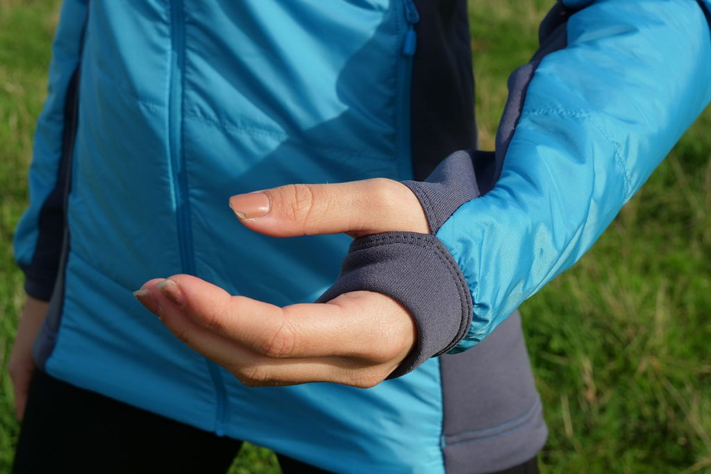 The elastic cuffs with thumbholes on the Norrøna Falketind PrimaLoft60 Jacket are a big pro.