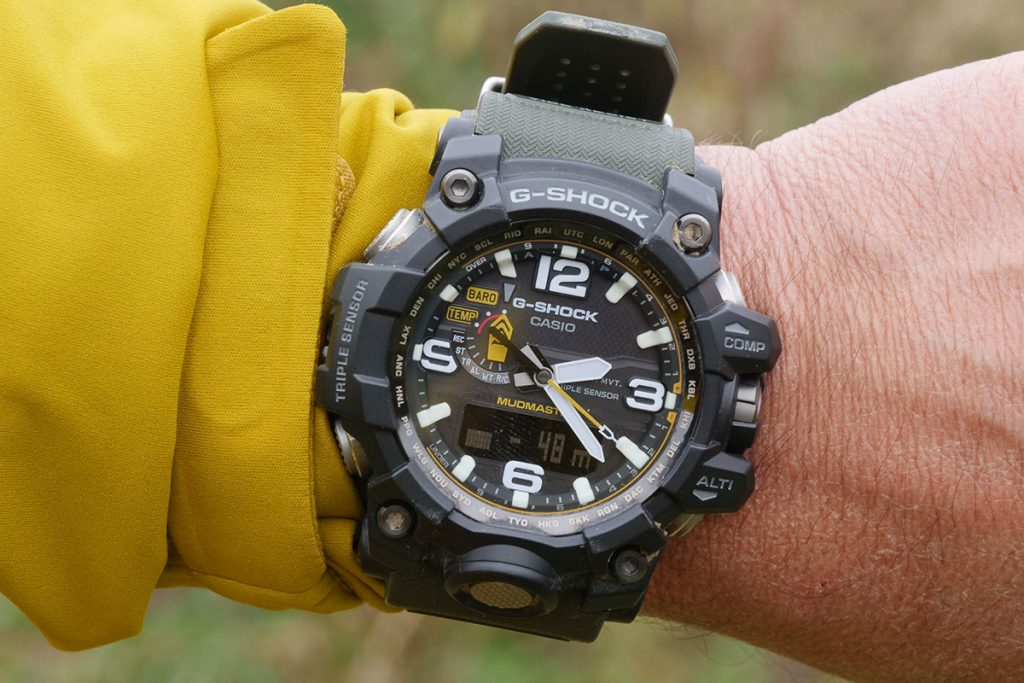 The Mudmaster is big and wearing it under the sleeve not always comfortable.