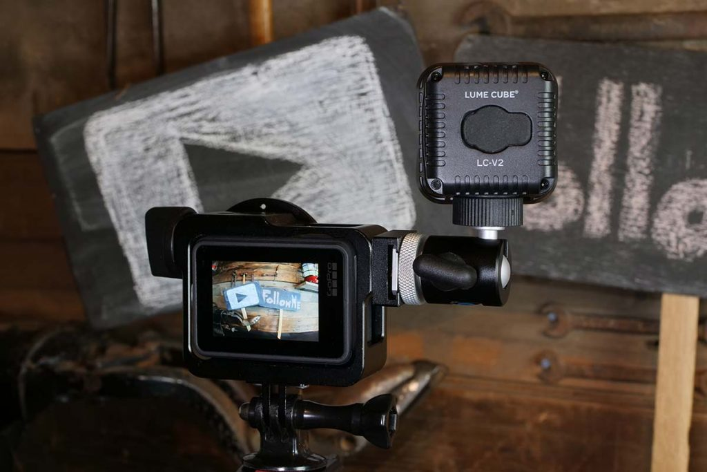 The mount has a swivel head and work super.