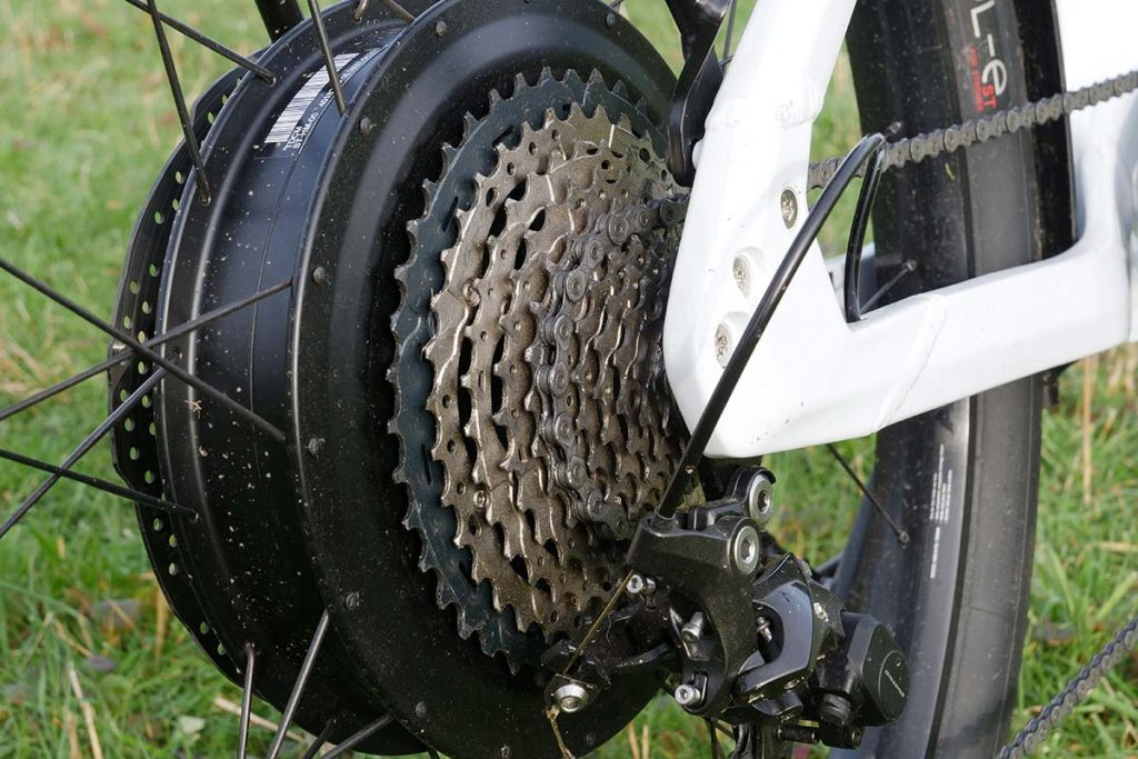 The Shimano 11-speed cassette has sprockets that range from 11 to 42 teeth.