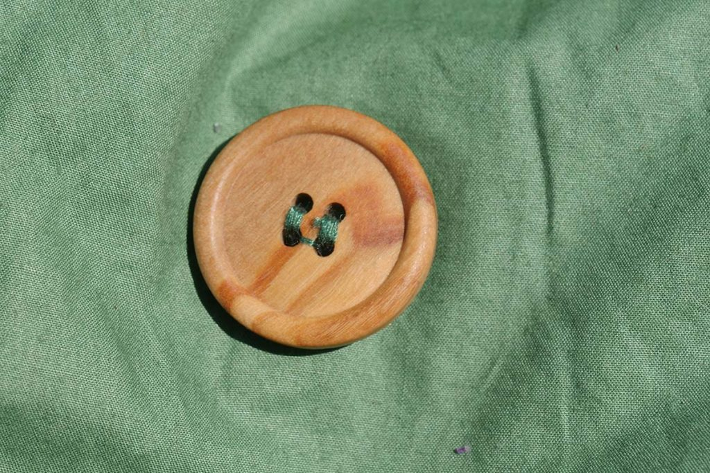 The button are made of olive wood and OEKO-TEX certified.