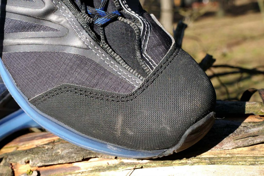 The toe cap protects Hanwag Evorado Low GTX well.
