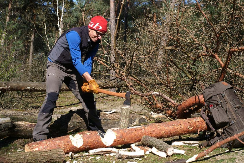 The Hultafors Åby Forest Axe is super for splitting blocks up to 20 cm.