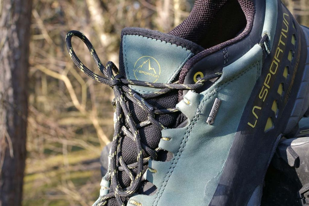 The laces run through eyelets from rope that also pulls the heel counter forwards.