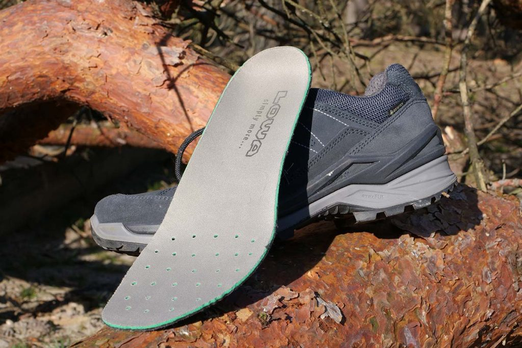 The removable insole has holes in the forefoot for moisture control.