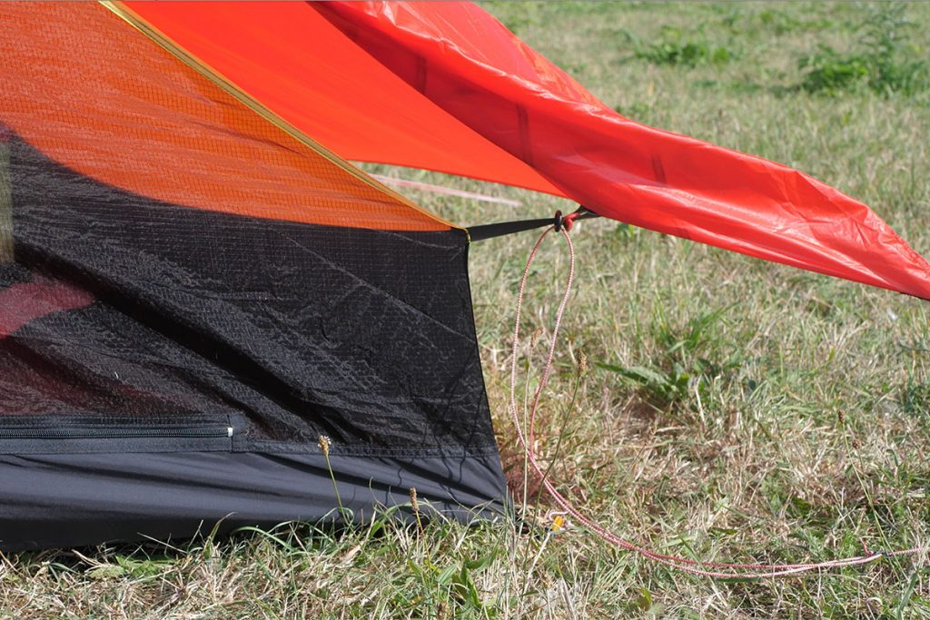 The innertent is connected with toggles to the outertent.