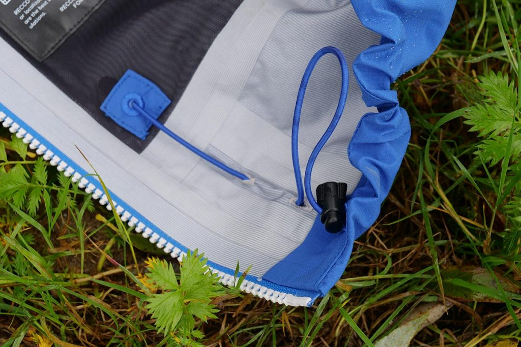 At the bottom, the Bergans Slingsby 3L Jacket has a good drawstring. Adjustment is from inside the pockets.